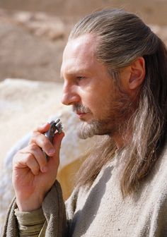 The Phantom Menace - Liam Neeson [Qui-Gon Jinn] thinks about the chosen one Love Stars, Bright Stars, Star Wars Jedi, Star Wars Art, Obi One, Blue Harvest, Han And Leia, Liam Neeson, The Phantom Menace