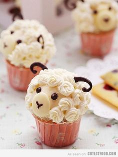 When it comes to making a warm batch of cupcakes, nothing is cuter than a batch with two eyes and four paws. We're talking about animal cupcakes, of course! This selection of 15 animal cupcakes is . Cupcakes Design, Sheep Cupcakes, Yummy Cupcakes, Lamb Cupcakes, Sheep Cake, Icing Cupcakes, Animal Cupcakes, Raspberry Cupcakes, Party Cupcakes