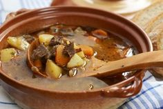 Gulášová polievka - Recept pre každého kuchára, množstvo receptov pre pečenie a varenie. Recepty pre chutný život. Slovenské jedlá a medzinárodná kuchyňa