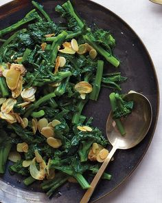 Broccoli Rabe with Garlic and Almonds Recipe