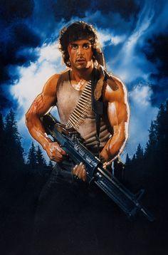 『ランボー』(1982) 80年代のあらゆるアクション映画用ポスターの模範となった作品。マッチョなヒーローが大型の銃を持つ姿は、プレデターからコブラまで大きな影響を与えた。IMAGE COURTESY OF DREW STRUZAN