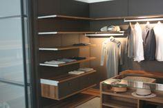 Sistema de cremalleras para panelado automatico. Sencillo y eficaz. Closets, Home Decor, Cabinets, Simple, Zippers, Doors, Armoires, Decoration Home, Fitted Wardrobes