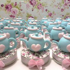 Tea Party Favors, Tea Party Theme, Tea Party Birthday, Mesas Shabby Chic, Teapot Cake, Cake Bites, Polymer Clay Crafts, Diy Clay, Mini Pies