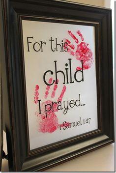 """Quero fazer pros meus netinhos...."""" Eu orava por esta criança, por este menino, por esta menina.....etc... e carimbar a mãozinha da criança e depois enquadrar !! Linda idéia, né?"""