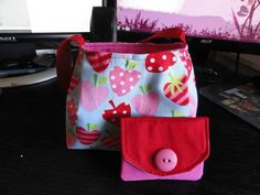 Little girl's purse w/ matching wallet - PURSES, BAGS, WALLETS - I jussst finished this up for our niece's birthday party tomorrow. She will be three and we thought it would be fun to give her a little purse an Mk Purse, Purse Wallet, Coin Purse, Handmade Purses, Handmade Handbags, Sewing For Kids, Baby Sewing, Sewing Ideas, Ipad Bag