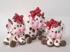 Sugar Paste, Gum Paste, Polymer Clay Disney, 3d Craft, Cute Cows, Pasta Flexible, Cold Porcelain, Clay Creations, Paper Mache