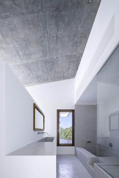 Can Manuel d'en Corda, Formentera, 2012 by Marià Castelló Martínez. Such a beautifully simple concrete & white bathroom.