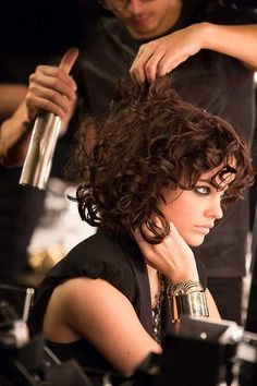 Very Short Curly Hair Curly hair? A blessing or a curse? If your hair is naturally straight, you certainly envy all those curly beauties, Quick Curly Hairstyles, Ball Hairstyles, Permed Hairstyles, Short Hairstyles For Women, Teen Hairstyles, Celebrity Hairstyles, Hairdos, Short Wavy Hair, Curly Bob