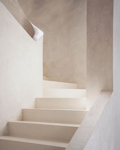 Minimalist staircase solutions design / I've noted a general growth of interest in minimalist interior design recent years. So I would like to share some samples of modern construction solutions of contemporary staircase design / Darya Girina Minimalist Architecture, Interior Architecture, Interior Design, Fashion Architecture, Architecture Board, Design Art, Creative Architecture, Concept Architecture, Architecture Details