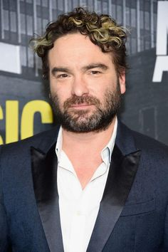 Johnny Galecki Is Officially Returning For The 'Roseanne' Reboot Snl News, Chuck Lorre, New Girl Quotes, Johnny Galecki, Nick Miller, Female Friends, Cartoon Network Adventure Time, Comedy Central, Parks And Recreation