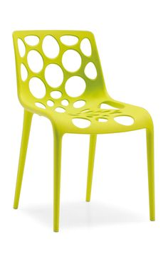 extravaganter Stuhl Hero | Als wahrer Held des Alltags zeichnet sich der Stuhl Hero aus. Der charmante Vierfüßer ist sowohl stapelbar als auch für den Außenbereich geeignet und somit vielfältig einsatzfähig. #greenery #Pantone #Farbe #2017 #MoebelLETZ