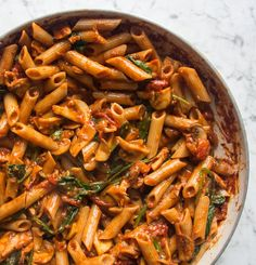 Simple Tomato and Mushroom Pasta (Deliciously Ella) Veggie Recipes, Pasta Recipes, Vegetarian Recipes, Dinner Recipes, Cooking Recipes, Healthy Recipes, Pasta Fusilli, Tomato Pasta Recipe, Deliciously Ella