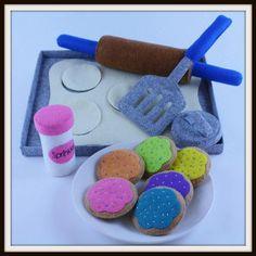 Easy Felt Crafts, Felt Diy, Felt Food Patterns, Stuffed Toys Patterns, Sewing Patterns, Sprinkles, Felt Play Food, Baking Set, Cookie Icing