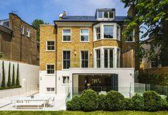 Diseño de Interiores & Arquitectura: Renovación de Casa Contemporánea con Fachada Conservada