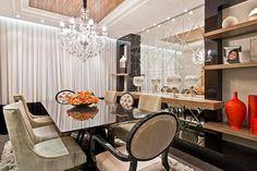 Salas de jantar com cadeiras clássicas - veja modelos lindos com essa tendência!