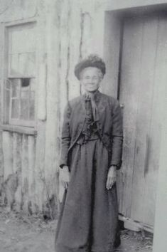 """ELIZABETH PROCTOR THOMAS """"Aunt Betty"""" (1821-1917), was a free black woman, farmer and landowner in Brightwood in Washington, District of Columbia. In Sept. 1861, Union troops took her land destroying her home, to build Fort Stevens. According to Thomas, as soldiers removed her belongings, a tall, slender man dressed in black approached her and said, """"It is hard, but you shall reap a great reward."""" The man was President Lincoln. After the Civil War, she remained the owner of portions of the fort."""