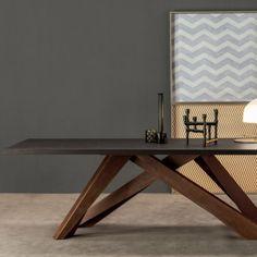 Big Table is een bijzondere tafel ontworpen door Alain Gilles. Deze eetkamertafel van het merk Bonaldo heeft in 2009 de Good Design Award gewonnen. De eetkamertafel is verkrijgbaar in vier verschillende afmetingen en verkrijgbaar in vele variaties. 1m