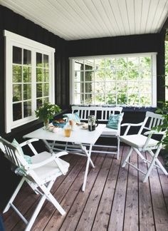 Kom med ind i designeren Ditte Fischers sommerhus, der oser Outdoor Rooms, Outdoor Living, Outdoor Furniture Sets, Outdoor Decor, Gazebos, Cottage Exterior, Beach Cottage Decor, Beach Cottages, Cottage Style