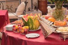 Le Palais SEBBAN doit son nom au Caïd Sebban, ancien propriétaire de ce magnifique Riad qui a été soigneusement entretenu par sa famille pendant plus d'un siècle. Riad Marrakech, Table Settings, Table Decorations, Home Decor, Decoration Home, Room Decor, Place Settings, Home Interior Design, Dinner Table Decorations