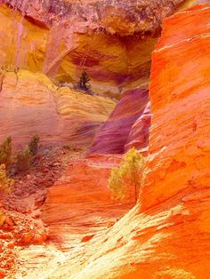 Les Ocres du un air d'Arizona. Wanderlust Travel, Beautiful World, Beautiful Places, Provence France, Roussillon France, South Of France, France Travel, Natural Wonders, Landscape Art