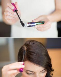 Appliquez le mascara sur vos racines pour masquer la repousse des cheveux gris.