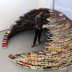 book igloo! How cool is this??!!! I need more books so I can make one!! lol