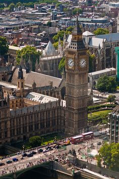 The bell 'Big Ben' is housed within the clock tower officially named Elizabeth Tower. England Ireland, England And Scotland, Beautiful Places To Visit, Places To See, Places Around The World, Around The Worlds, Amazing Buildings, London United, Travel Channel