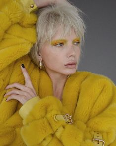 Hipster Grunge, Grunge Goth, Over The Top, Yellow Fashion, Fashion Colours, Beauty Makeup, Hair Makeup, Hair Beauty, Rockabilly