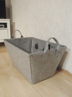 Tee-se-itse-naisen sisustusblogi: An Old Lampshade Turned Into A Felt Basket