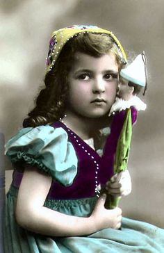 Magic Moonlight Free Images: Just too Cute ! Free images for you! Vintage Children Photos, Children Images, Vintage Girls, Vintage Pictures, Vintage Images, Antique Photos, Vintage Photographs, Photo Postcards, Vintage Postcards