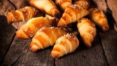 Τι θα έλεγες για ένα αφράτο, λαχταριστό σνακ για όλες τις ώρες της ημέρας; Ξέρουμε την απάντηση. | TASTE | BOVARY | ΚΡΟΥΑΣΑΝ, ΜΠΡΙΟΣ, Συνταγή, ΓΛΥΚΟ, σνακ Rose Bakery, Pain Aux Raisins, Mini Croissants, Pretzel Bites, Rolls, Bread, Ethnic Recipes, Food, Pain Au Chocolat