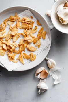 How to Make Crispy Garlic Chips - An easy, no-fuss tutorial on how to make crispy garlic chips at home, and ways to incorporate them into your cooking repertoire. Lunch Snacks, Vegetarian Recipes Dinner, Vegan Recipes, Cooking Recipes, Garlic Chips, Breakfast Recipes, Dessert Recipes, Snack Recipes, Easy Kid Friendly Dinners