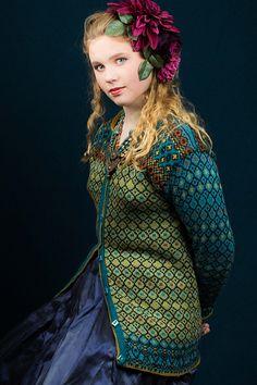 Ravelry: Frida's long colorful jacket pattern by Karihdesign Kari Hestnes Fair Isle Knitting Patterns, Fair Isle Pattern, Knitting Designs, Knitting Stitches, Knit Patterns, Knitting Projects, Folk Fashion, Jacket Pattern, Pulls