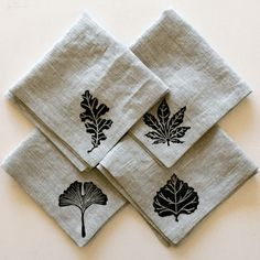 Pretty natural and elegant cloth napkins would make a nice wedding shower gift. Hand Printed Fabric, Printed Napkins, Linen Napkins, Printing On Fabric, Cloth Napkins, Fabric Stamping, Handmade Stamps, Art Graphique, Hand Embroidery Designs