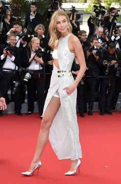 Karlie Kloss in Versace - Cannes Film Festival Red Carpet Trendy Fashion, Fashion Models, Fashion Show, Fashion Design, Karlie Kloss, Nice Dresses, Casual Dresses, Cannes Film Festival 2015, La Croisette