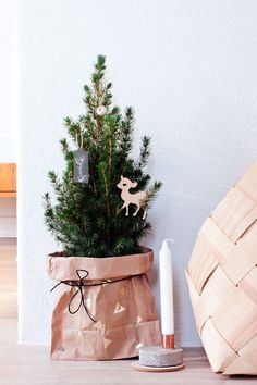 Minimalist And Modern Christmas Tree Decor Ideas - DigsDigs Small Christmas Trees, Christmas Mood, Noel Christmas, Modern Christmas, Scandinavian Christmas, Xmas Tree, All Things Christmas, Christmas Themes, Fir Tree