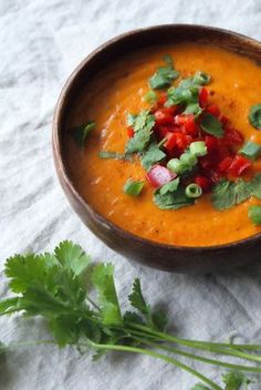 zoete aardappel soep - www.puursuzanne.nl Lekkere volle en romige soep. Lekkere smaak, vult goed.