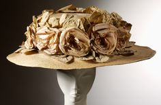 Lady's hat decorated with pink roses | Made by Woolland Bros | England ca. 1910 | Materials: straw and velvet | VA Museum, London