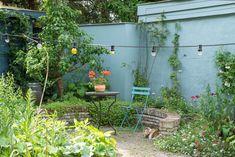 Dream Garden, Home And Garden, Garden Yard Ideas, Garden Inspiration, Old Houses, Beautiful Gardens, Rooftop, Backyard, Outdoor Structures