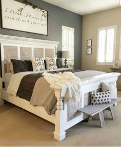 Small Master Bedroom Ideas for Couples Decor. The ideas presented in this article will be of great use while you are preparing to decorate a master bedroom, especially if you have a small master bedroom. Farmhouse Style Bedrooms, Farmhouse Master Bedroom, Shabby Chic Bedrooms, Bedroom Rustic, Lodge Bedroom, Country Bedrooms, Woman Bedroom, Girls Bedroom, Diy Home Decor Rustic