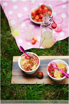 la tartine gourmande - food & drink - food - dessert - quinoa cakes with rhubarb, strawberries and pistachios
