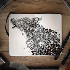 Artiste autodidacte et graphiste, Joseph Catimbang crée des dessins visuellement complexes en utilisant uniquement des stylos noirs et un carnet de croquis
