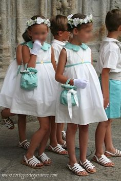 Menthe et Grenadine loves the colour theme of these flower girls and page boys. For similar shoes shop http://www.menthe-et-grenadine.co.uk/alienor