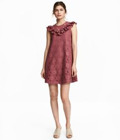 Vintage pink. Sleeveless lace dress with ruffles at front and back, continuing over shoulders. Opening at back of neck with button. Jersey lining.