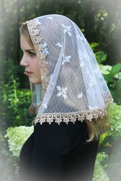 Evintage Veils~  Sacre-Coeur Traditional Catholic Ivory and Gold Mantilla…