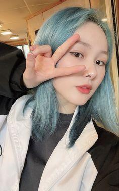 Kpop Girl Groups, Kpop Girls, Dream Hair, Blue Hair, Couples Images, Anime Love Couple