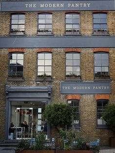The Modern Pantry- Breakfast/Brunch. Exterior Signage, Exterior Design, Cafe Restaurant, Restaurant Design, Eclectic Restaurant, Shop Signage, London Guide, Lokal, Shop Fronts