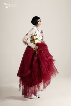 Korean Fashion – How to Dress up Korean Style – Designer Fashion Tips Korean Traditional Dress, Traditional Fashion, Traditional Dresses, Korean Fashion Trends, Korea Fashion, Asian Fashion, Korean Dress, Korean Outfits, Dress Outfits