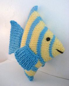 Angel Fish pattern by CreativityClaudia, Knitting For Kids, Free Knitting, Knitting Projects, Baby Knitting, Crochet Projects, Knitting Toys, Animal Knitting Patterns, Stuffed Animal Patterns, Amigurumi Patterns