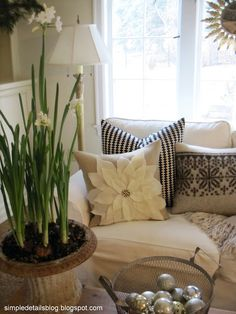 Simple Details: pottery barn knock off pillows...